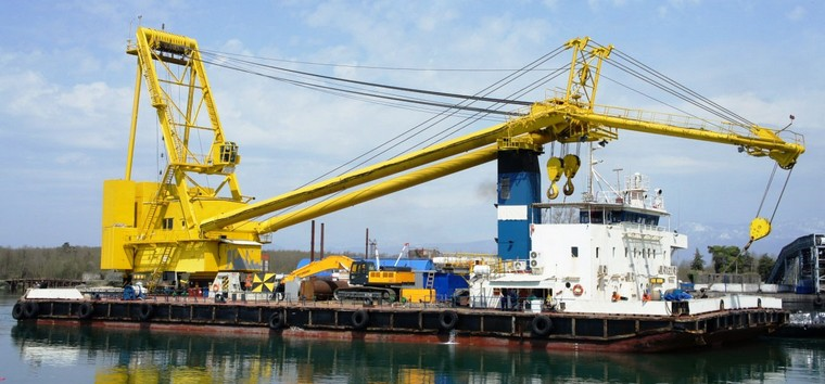 250-tonne Self-Propelled Revolving Floating Crane