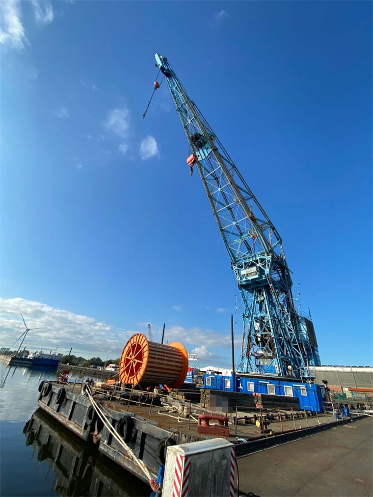 150-tonne Self-Propelled Revolving Crane Barge